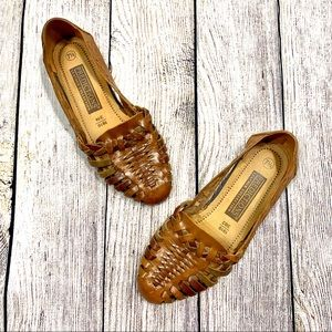 Vtg Predictions | Brown Tan Woven Slip On Shoes